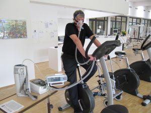 03_Abb.-3-CO2-Werte-mit-und-ohne-NIV-300x220 Beatmung unter Belastung …wie Fahrradfahren mit Rückenwind